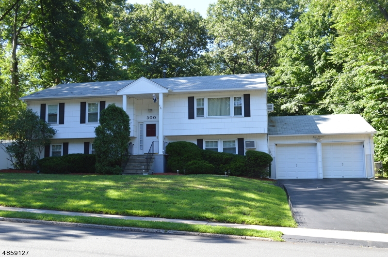 Single Family Home for Sale at Hillsdale, New Jersey 07642 United States
