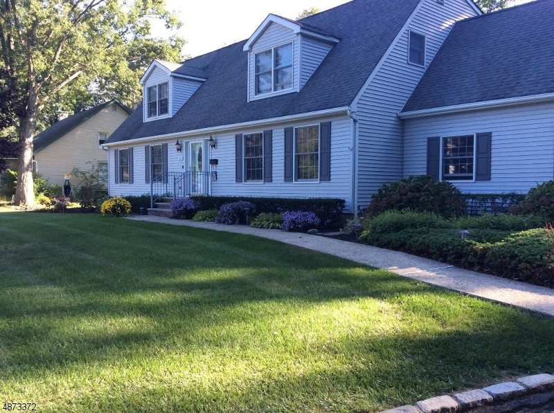 Single Family Home for Sale at 72 MAPLEDALE Avenue Roxbury Township, New Jersey 07876 United States