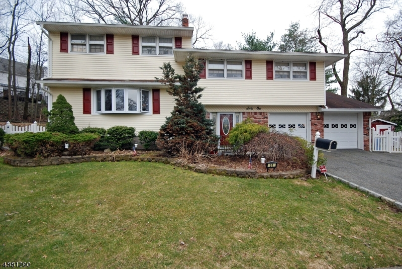 Single Family Home for Sale at 61 Cindy Ln 61 Cindy Ln Emerson, New Jersey 07630 United States