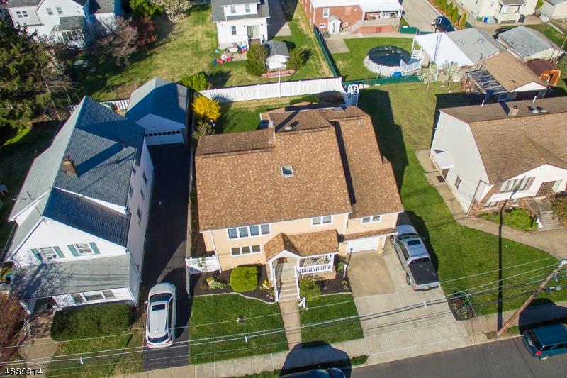 Casa multifamiliare per Vendita alle ore 325 4TH Street Saddle Brook, New Jersey 07663 Stati Uniti