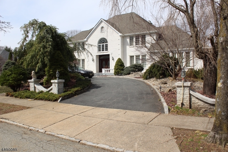 Частный односемейный дом для того Продажа на 9 N RIDGE Road Denville, Нью-Джерси 07834 Соединенные Штаты