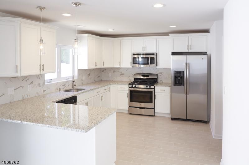 Single Family Homes für Verkauf beim Address Not Available Roselle, New Jersey 07203 Vereinigte Staaten