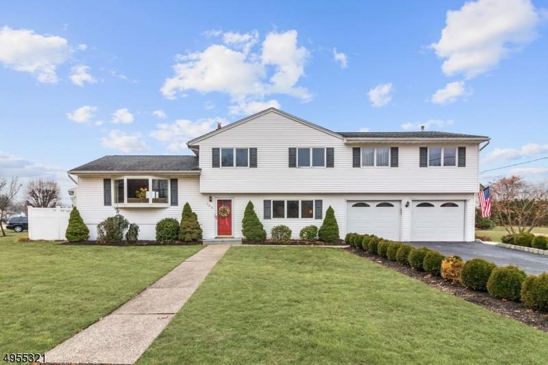Single Family Homes のために 売買 アット Totowa, ニュージャージー 07512 アメリカ