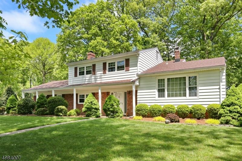 Single Family Homes 为 销售 在 North Haledon, 新泽西州 07508 美国