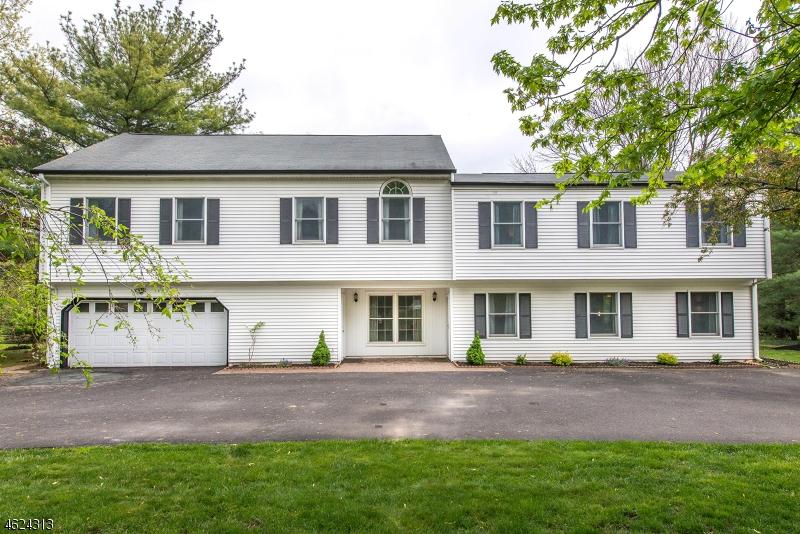 Частный односемейный дом для того Продажа на 1090 Cambridge Lane Bridgewater, Нью-Джерси 08807 Соединенные Штаты