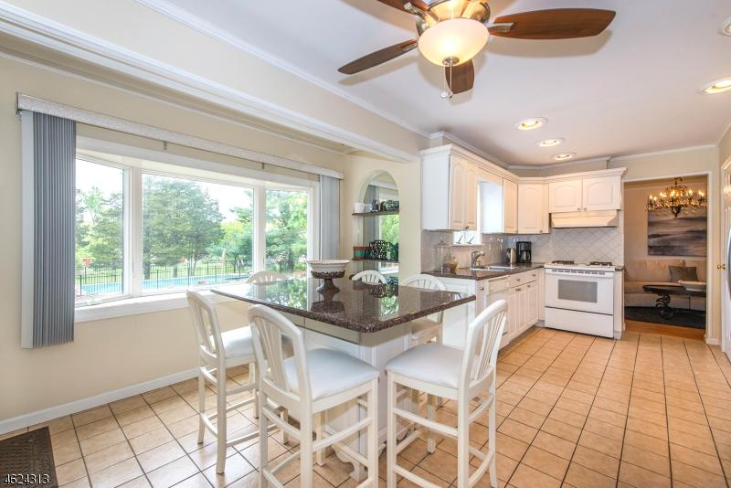 Additional photo for property listing at 1090 Cambridge Lane  Bridgewater, Нью-Джерси 08807 Соединенные Штаты