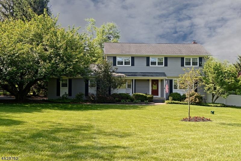 Maison unifamiliale pour l Vente à 1 Oak Grove Road Flemington, New Jersey 08822 États-Unis