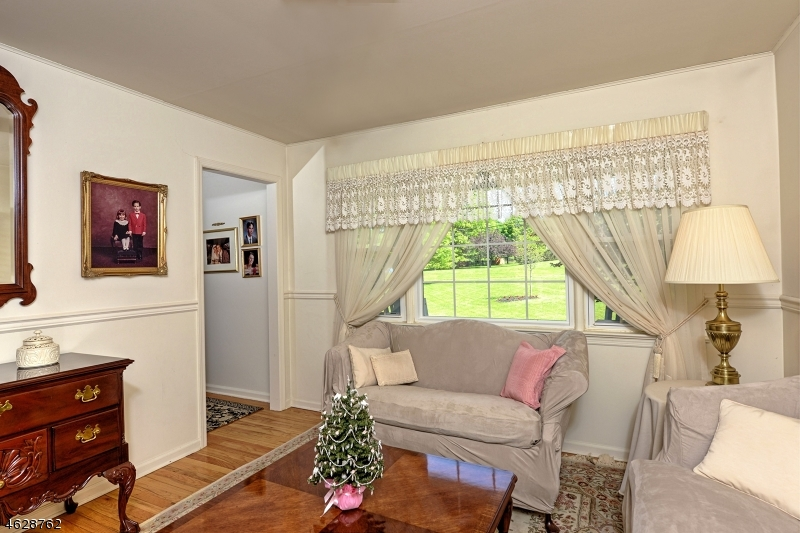 Additional photo for property listing at 1 Oak Grove Road  Flemington, New Jersey 08822 États-Unis