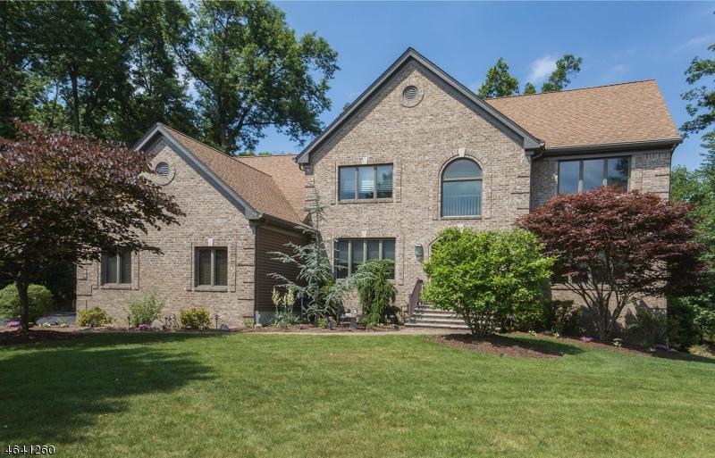 独户住宅 为 销售 在 15 Robinson Court Haledon, 07508 美国