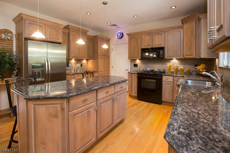 Additional photo for property listing at 15 Robinson Court  Haledon, New Jersey 07508 United States