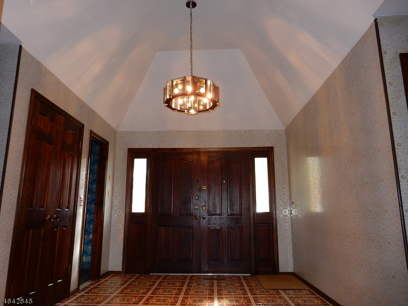 Additional photo for property listing at 6 Lamoureux Lane  Wayne, Нью-Джерси 07470 Соединенные Штаты
