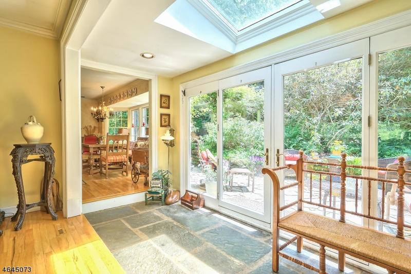 Частный односемейный дом для того Продажа на 17 Park Way Highlands, 07732 Соединенные Штаты