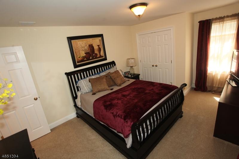 Additional photo for property listing at 106 McGregor Avenue  Mount Arlington, Nueva Jersey 07856 Estados Unidos