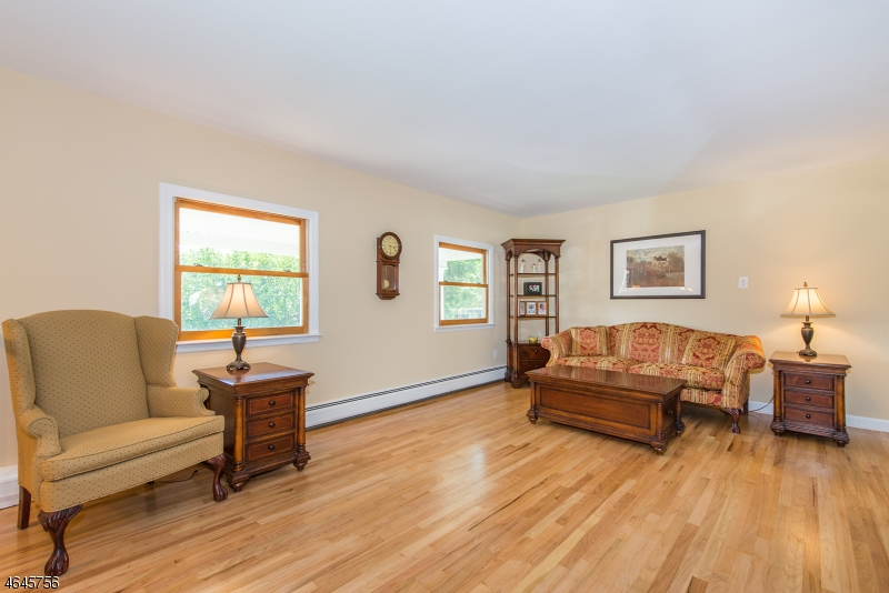 Additional photo for property listing at 254 Godwin Avenue  Wyckoff, New Jersey 07481 États-Unis