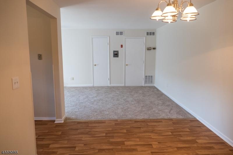 Casa Unifamiliar por un Venta en 701 Nottingham Way Flemington, Nueva Jersey 08822 Estados Unidos
