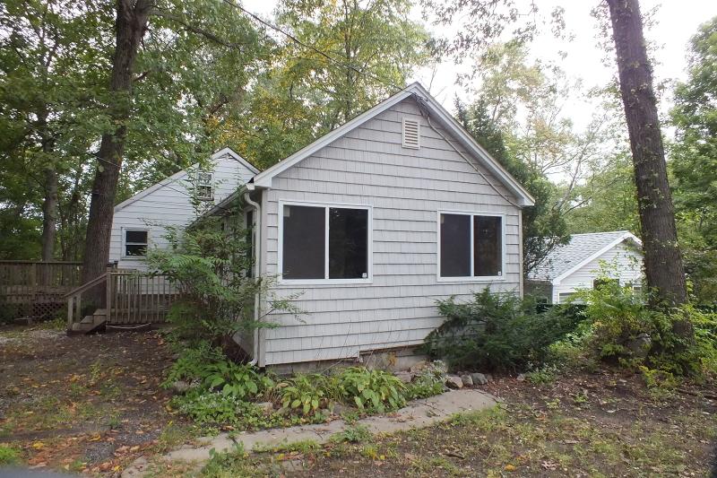 Maison unifamiliale pour l Vente à 75 Maple Lake Road Butler, New Jersey 07405 États-Unis