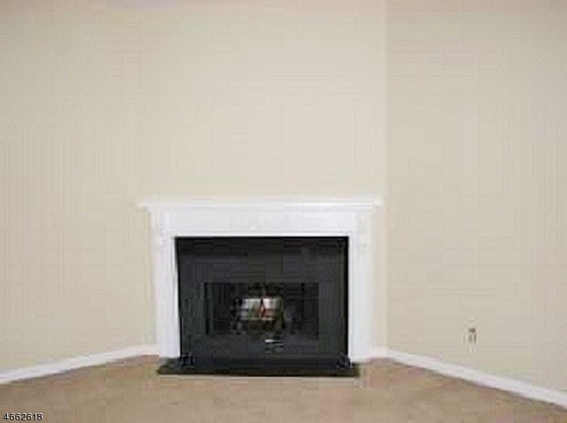 Additional photo for property listing at 83 Harbor Ky  Secaucus, Нью-Джерси 07094 Соединенные Штаты