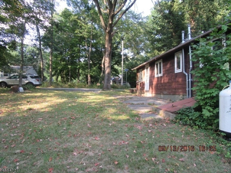 Additional photo for property listing at 205 Manaticut Road  Highland Lakes, New Jersey 07422 United States