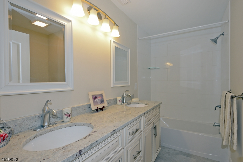 Additional photo for property listing at 16 Liberty Trail 16 Liberty Trail Andover Township, New Jersey 07860 Vereinigte Staaten