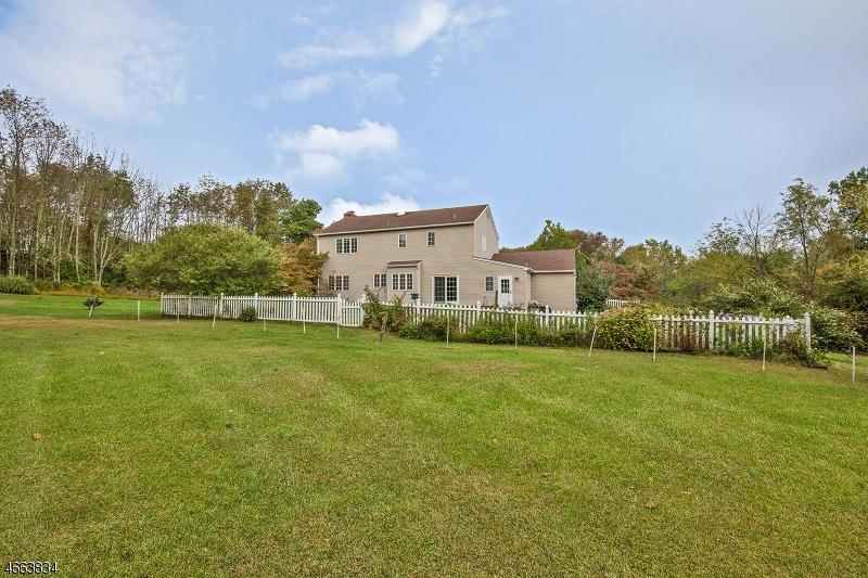 Additional photo for property listing at 12 Horseshoe Road  Whitehouse Station, Нью-Джерси 08889 Соединенные Штаты