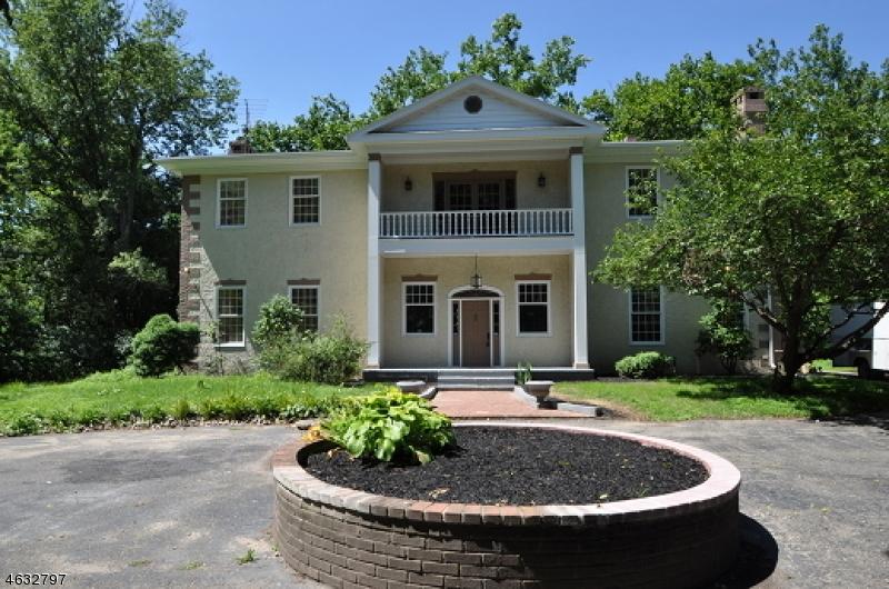 Maison unifamiliale pour l Vente à 1 Harmony Ter Phillipsburg, New Jersey 08865 États-Unis