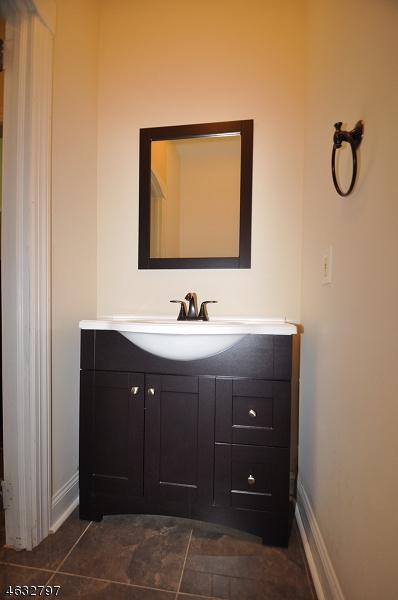 Additional photo for property listing at 1 Harmony Ter  Phillipsburg, Нью-Джерси 08865 Соединенные Штаты