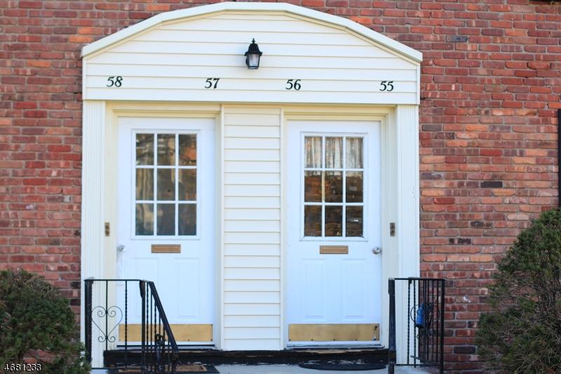 Частный односемейный дом для того Аренда на 71 Roseland Ave, C0056 Caldwell, Нью-Джерси 07006 Соединенные Штаты