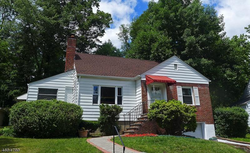 独户住宅 为 销售 在 11 Sunset Drive 米尔本, 新泽西州 07041 美国