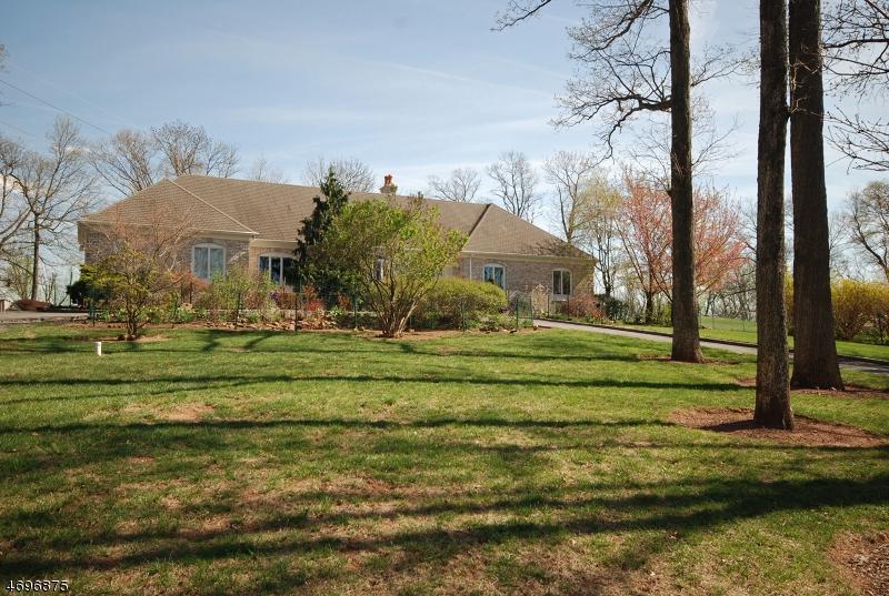 Частный односемейный дом для того Продажа на 152 Rock Rd W Green Brook Township, 08812 Соединенные Штаты
