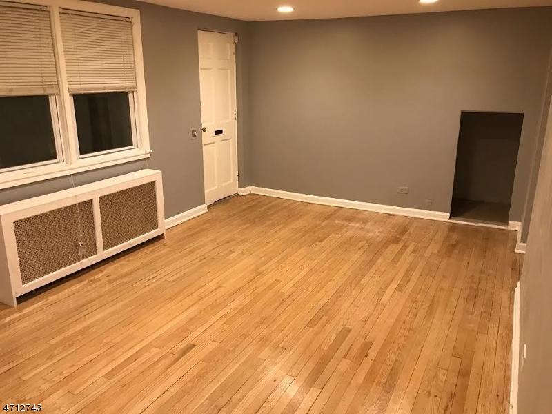 Casa Unifamiliar por un Alquiler en 1809 Wood Ave, APT D1 Roselle, Nueva Jersey 07203 Estados Unidos