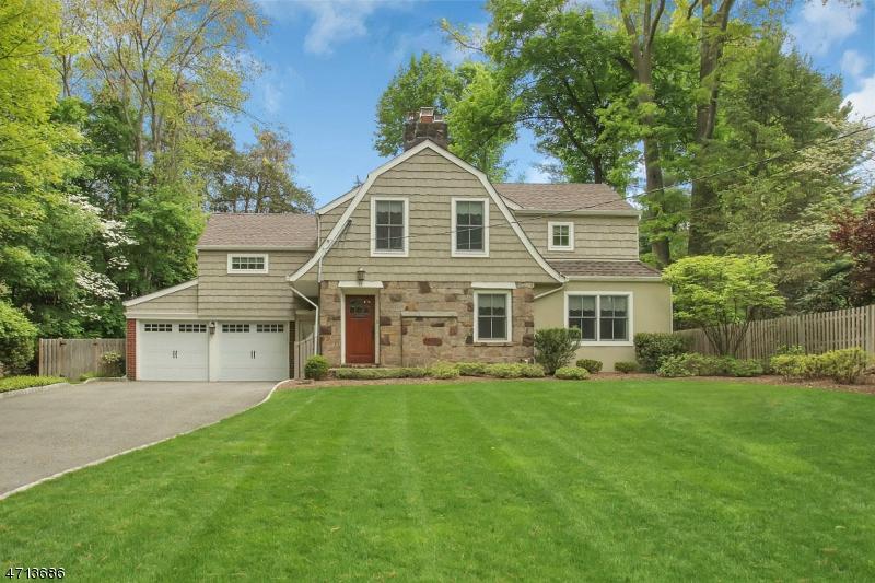 Maison unifamiliale pour l Vente à 12 Van Dyke Drive Ho Ho Kus, New Jersey 07423 États-Unis