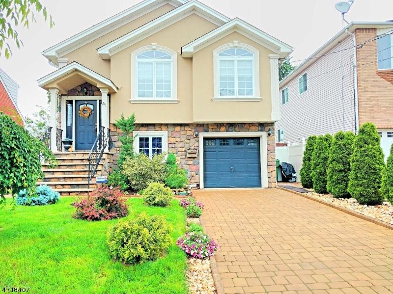 Частный односемейный дом для того Продажа на 210 Garfield Street Linden, Нью-Джерси 07036 Соединенные Штаты