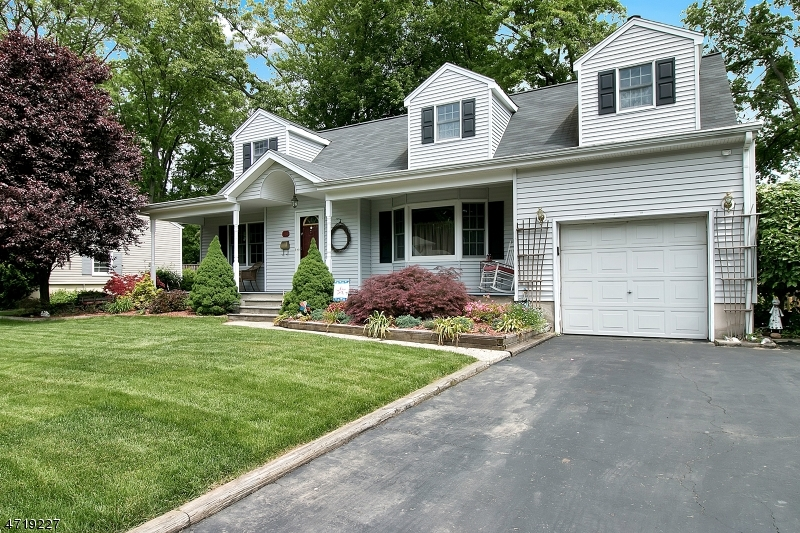 独户住宅 为 销售 在 260 Essex Street Oradell, 新泽西州 07649 美国