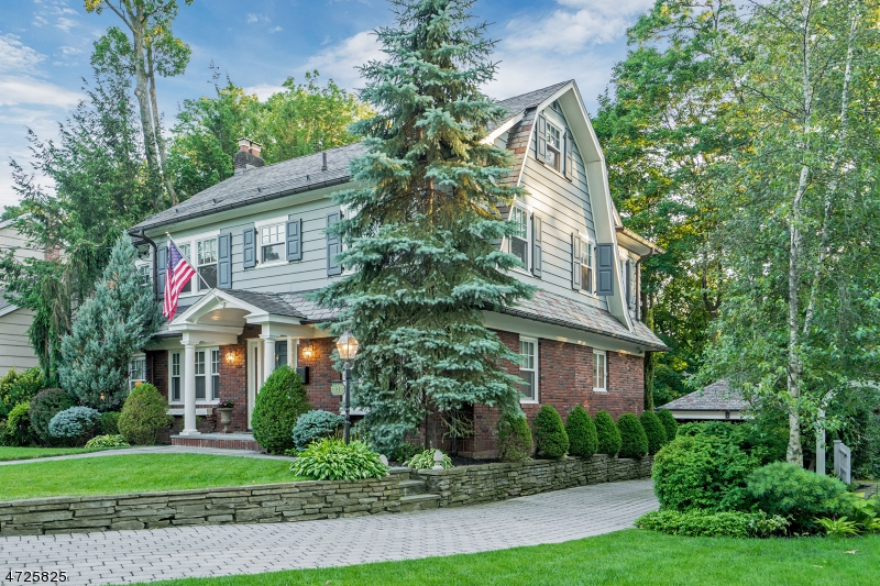 Single Family Home for Sale at 51 Bedford Place Glen Rock, New Jersey 07452 United States