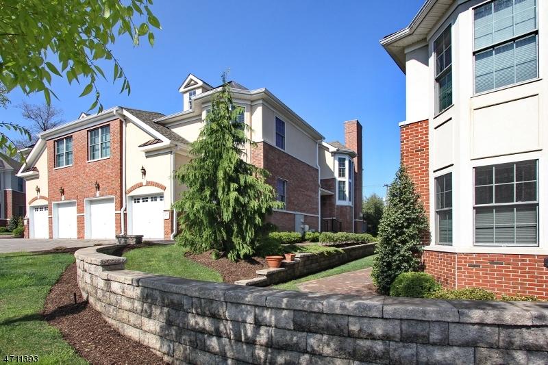 Casa Unifamiliar por un Alquiler en 27 Cedar Gate Drive Livingston, Nueva Jersey 07039 Estados Unidos