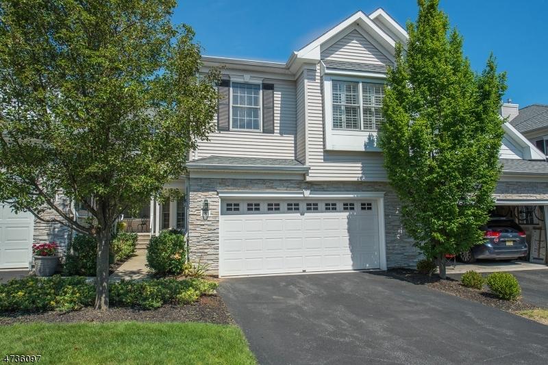 Maison unifamiliale pour l Vente à 8 Schweinberg Drive Roseland, New Jersey 07068 États-Unis