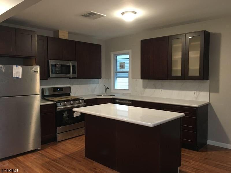 Частный односемейный дом для того Аренда на 90 Stuyvesant Avenue Jersey City, Нью-Джерси 07306 Соединенные Штаты