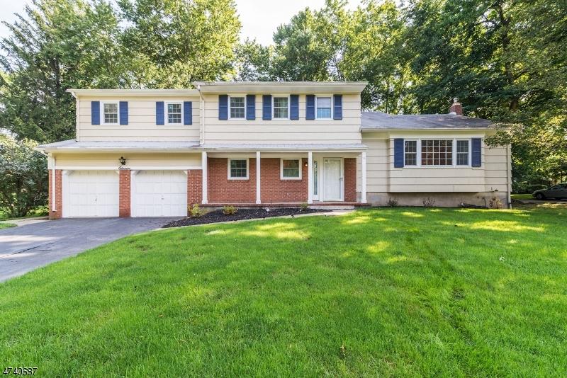 Maison unifamiliale pour l Vente à 11 Beechtree Road Roseland, New Jersey 07068 États-Unis