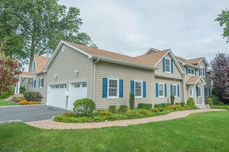 Maison unifamiliale pour l Vente à 18 Canfield Road East Hanover, New Jersey 07936 États-Unis
