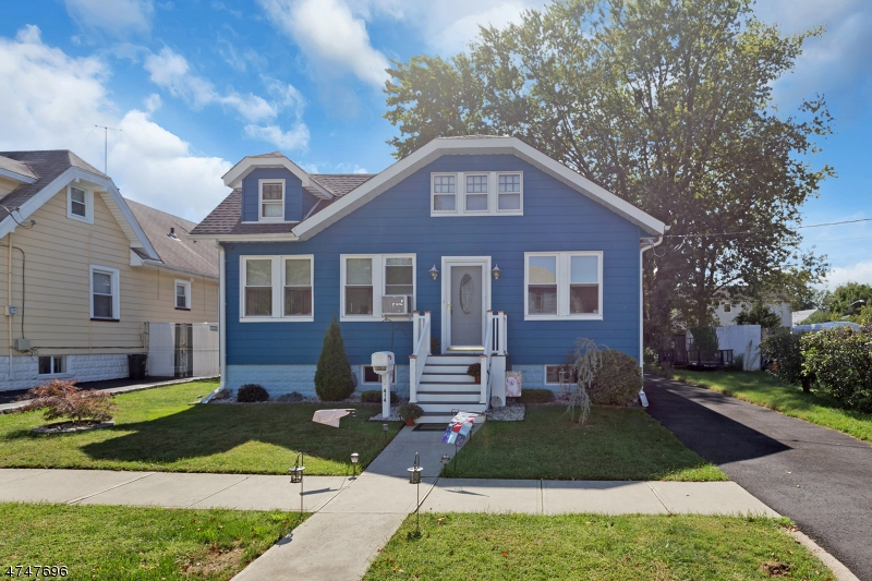 Частный односемейный дом для того Продажа на 414 Martin Street Roselle, Нью-Джерси 07203 Соединенные Штаты