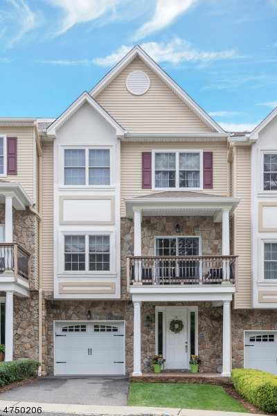 Nhà ở một gia đình vì Bán tại 15 Halina Lane 15 Halina Lane Butler, New Jersey 07405 Hoa Kỳ