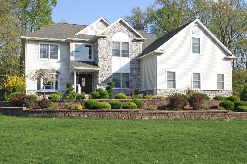 Maison unifamiliale pour l Vente à 8 Woodland Avenue 8 Woodland Avenue Caldwell, New Jersey 07006 États-Unis