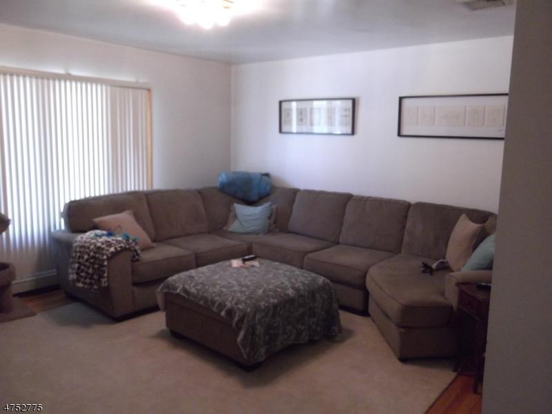 Casa Unifamiliar por un Alquiler en 10 North Street Elmwood Park, Nueva Jersey 07407 Estados Unidos