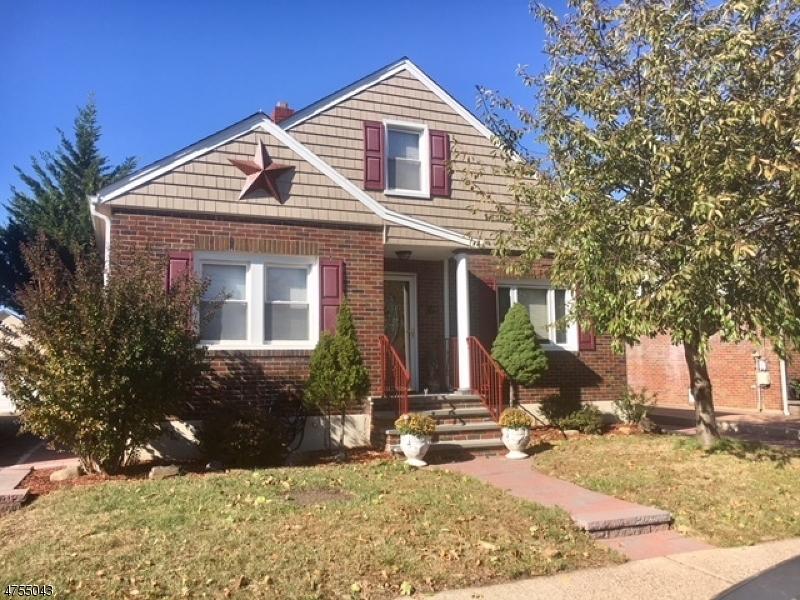 واحد منزل الأسرة للـ Sale في 108 Penobscot Street 108 Penobscot Street Clifton, New Jersey 07013 United States