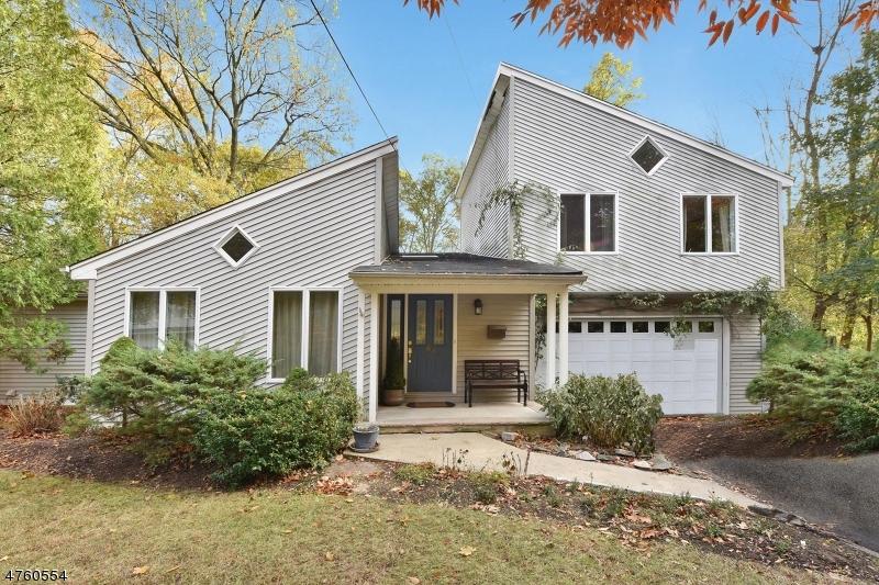 Enfamiljshus för Försäljning vid 69 Pittis Avenue 69 Pittis Avenue Allendale, New Jersey 07401 Usa
