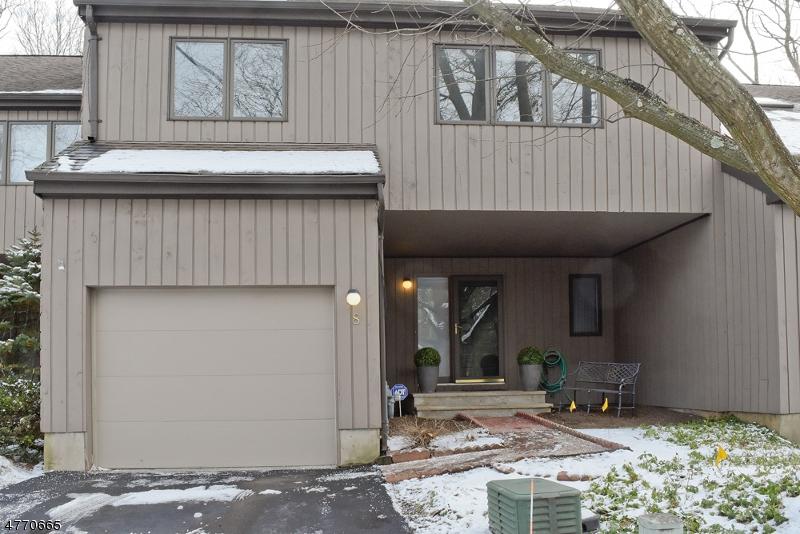 Casa Unifamiliar por un Alquiler en 8 Thomas Trail Morristown, Nueva Jersey 07960 Estados Unidos