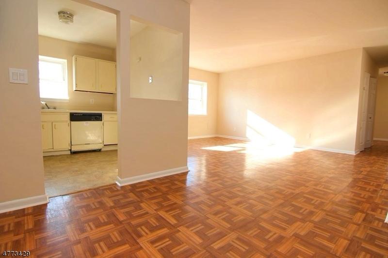 Частный односемейный дом для того Продажа на 205 BERGEN TPKE Ridgefield Park, Нью-Джерси 07660 Соединенные Штаты