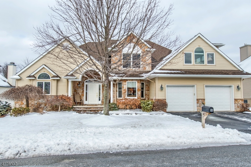 Single Family Home for Sale at 18 Wentworth Court Hardyston, New Jersey 07419 United States