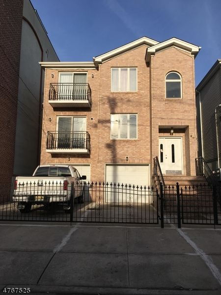 多戶家庭房屋 為 出售 在 96 Street FRANCIS Street Newark, 新澤西州 07105 美國