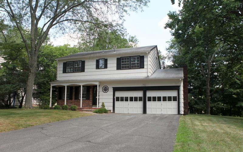 Casa Unifamiliar por un Alquiler en 24 Rossmore Ter Livingston, Nueva Jersey 07039 Estados Unidos